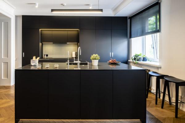 Tumša Arens virtuve ar salu 5