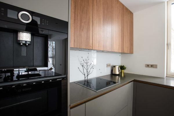 Tumša Arens virtuve ar salu 4