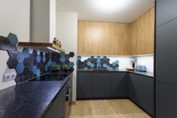 Koša Arens U veida virtuve ar pussalu